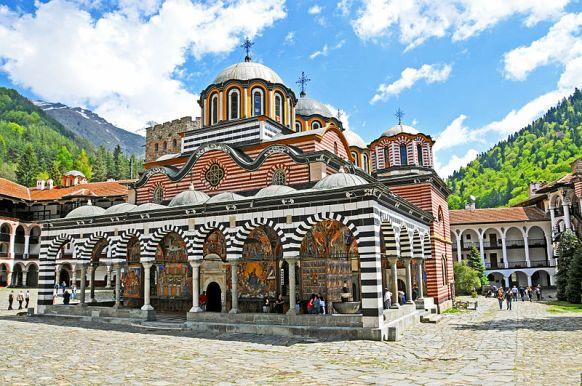800px-Rila_Monastery_-_Bulgaria_-_5_May_2012