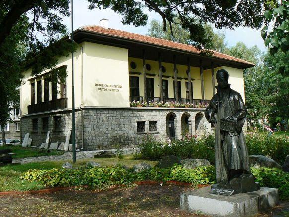 800px-Samokov-History-museum-monument-Zahari-Zograf